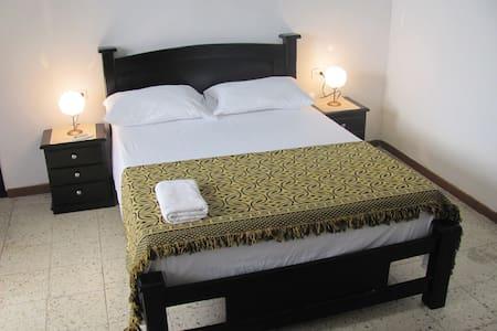 Habitación doble independiente con baño privado. - Cartagena