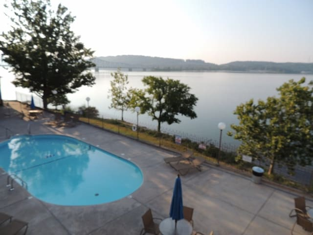 Rosie's Place # 454 Pet Friendly Lake Front Condo - Kimberling City - Apartament