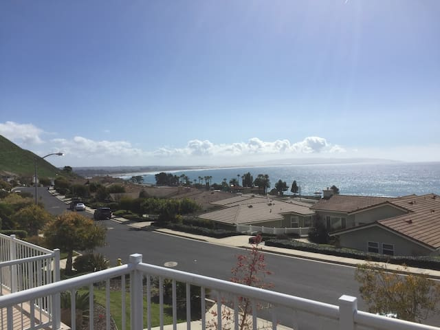 A view from every room. Stay for a month - Pismo Beach - Dům