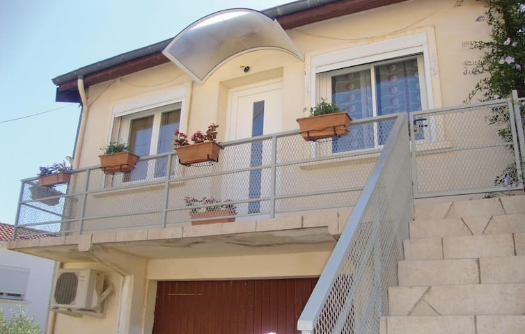Holiday apartment with 2 bedrooms on 73 m² in Murviel Les Beziers