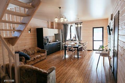 Большой, деревянный, уютный дом в Красном Ключе.