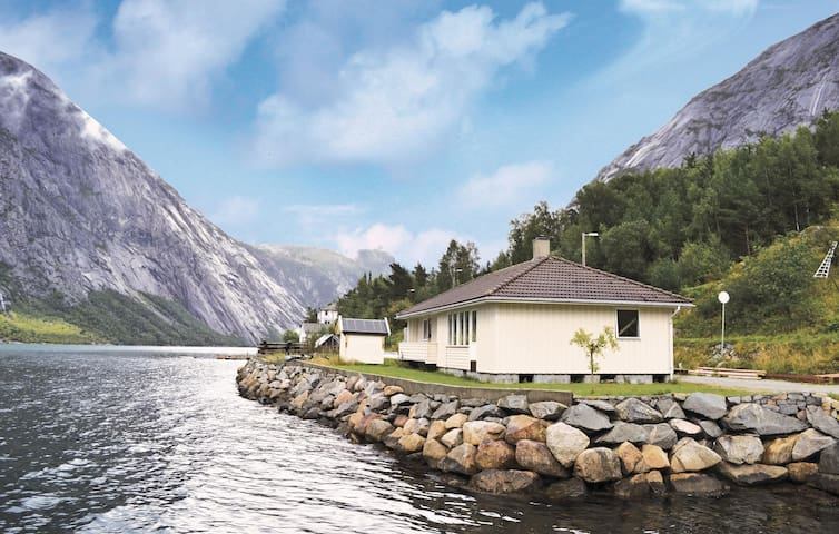 Holiday cottage with 3 bedrooms on 85 m² in Eidfjord