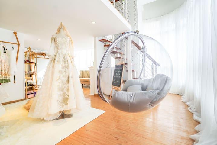 2月可定-金致少女·loft/婚纱礼服摄影超大投影/落地窗/落地镜/红石座沃尔玛