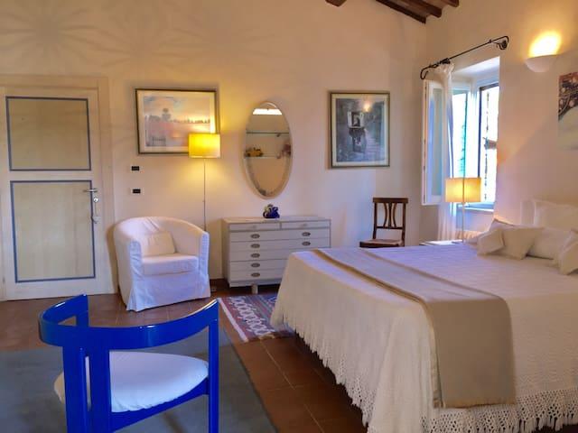 1st bed in Lavanda suite