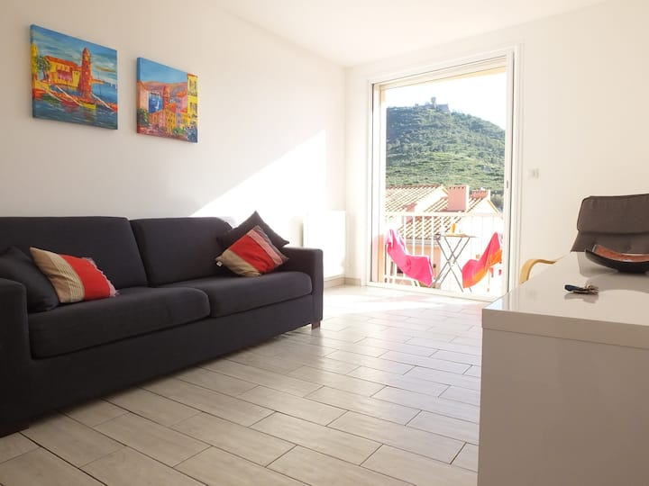 Collioure Beachside Apartment with Parking - Joey