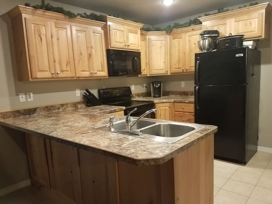 Full Kitchen with free use of the Keurig machine. Fridge, dishwasher, stove/ over and microwave all in working order.