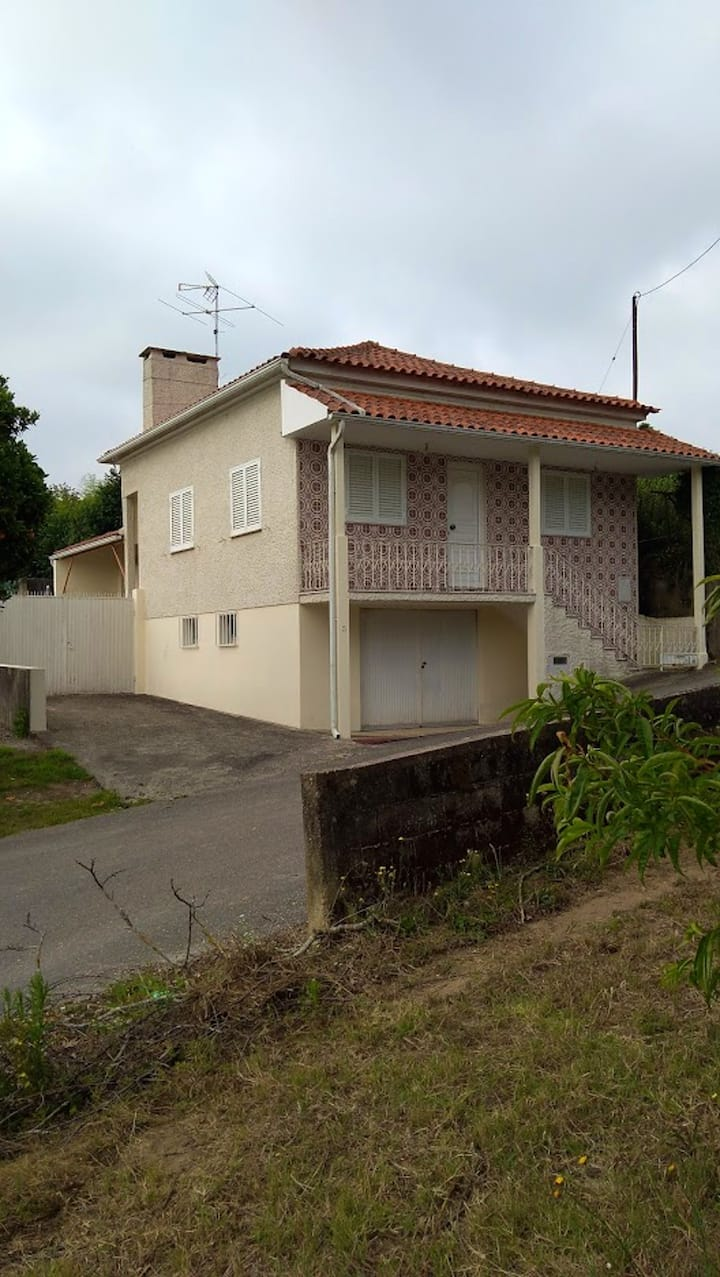 House with 2 bedrooms in Anadia, with furnished terrace - 25 km from the beach