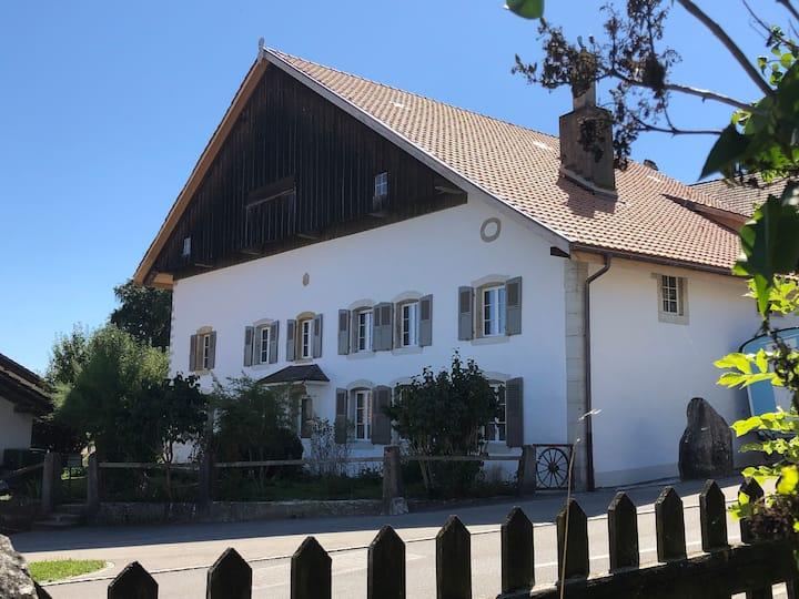 Jurahaus am Dorfplatz
