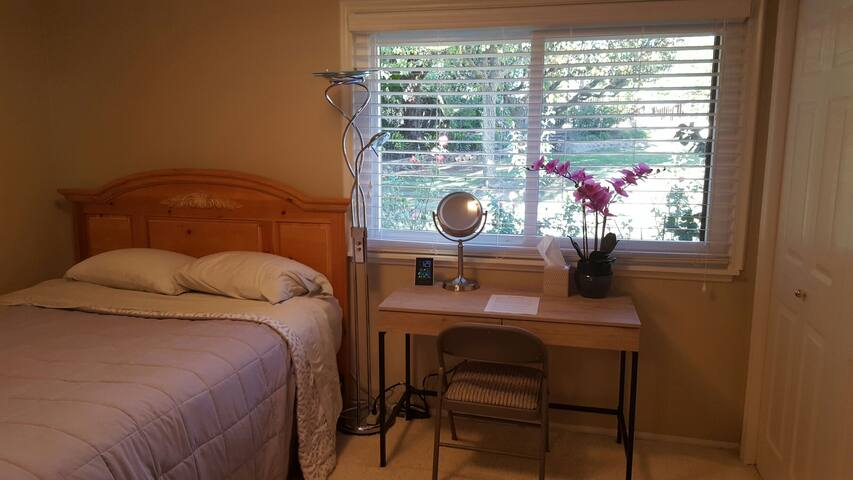 Bedroom #1, Quiet, Private and Cozy - Thousand Oaks - House