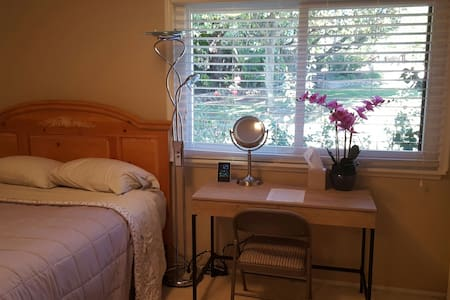 Bedroom #1, Quiet, Private and Cozy - Thousand Oaks - Rumah