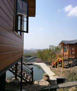 座落在龙池山自行车公园,特色半山木屋,被各大景区环绕,用水均是山泉水。 - Wuxi - Chatka