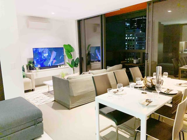 The city residence 2 bed 2 bath in CBD-FREE TRAM