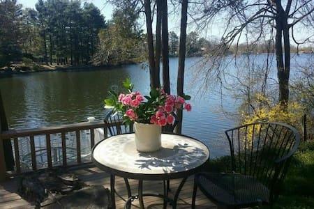 Romantic Cozy with breath taking views of lake - Ev