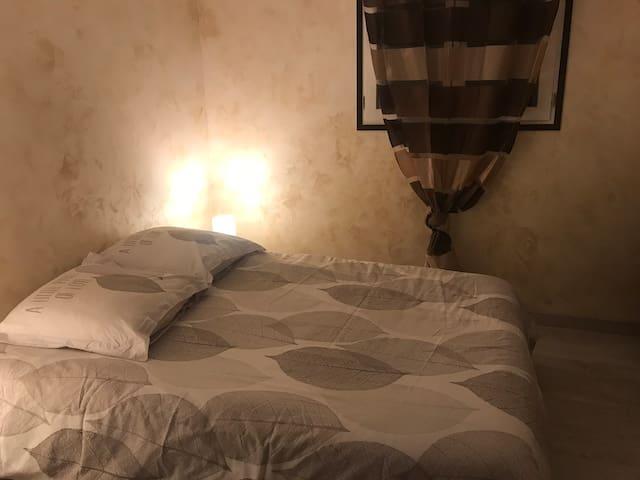 """Chambre type """"Campagnarde"""" dans maison au calme"""