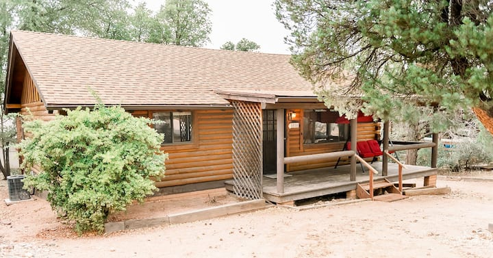 Log cabin in Payson.