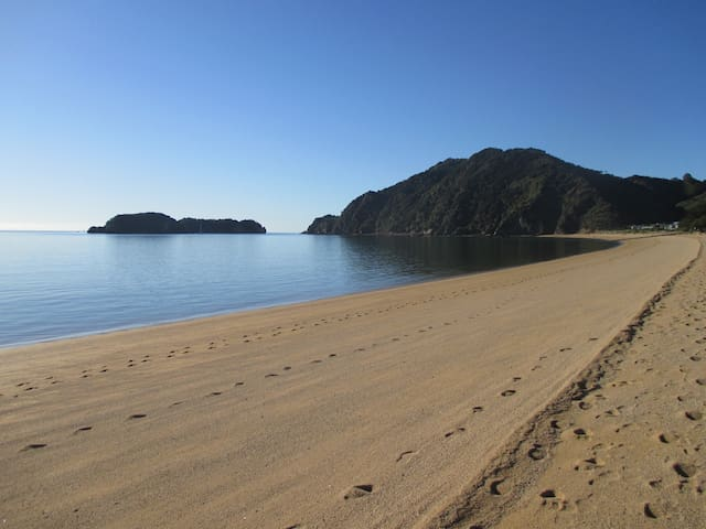 "Abel Tasman,TATA BEACH, Golden Bay, ""BREAKFAST"""