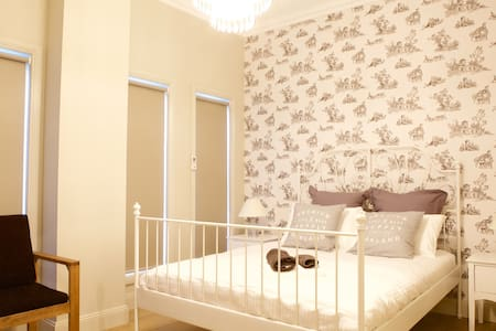 Cozy new house 3 stops to CBD Room A - Footscray - Casa