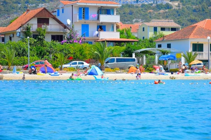 035  apartment for big groups,50 m from beach - Marina