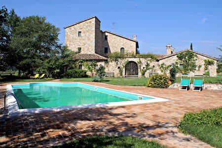 """SISMANO COUNTRY HOUSE #4 """"Il Girasole"""" - Todi - Villa"""