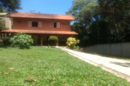 Studio em chácara em Embú das Artes (01)
