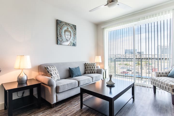 Charming 1BR apartment- Legacy West