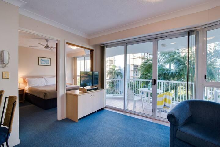 1 Bedroom Spa Apartment - Surf Parade Resort Surfers Paradise - Min 5 Nights