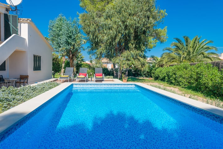 EL LAGO House for 6 with pool 600m from the Beach