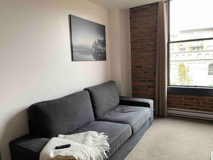 Super Cozy Loft: Mountains-Gastown-Downtown Views