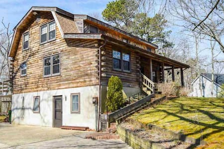 Log Home Minutes from the Ocean/Beaches
