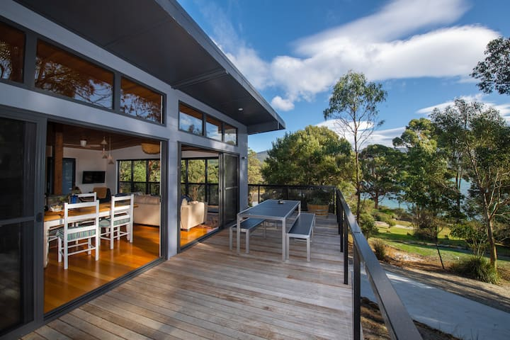 Adventure Bay Beach House for 2, Bruny Island.