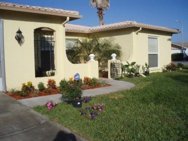 Lovely rooms available for rent. - Port Richey - Casa
