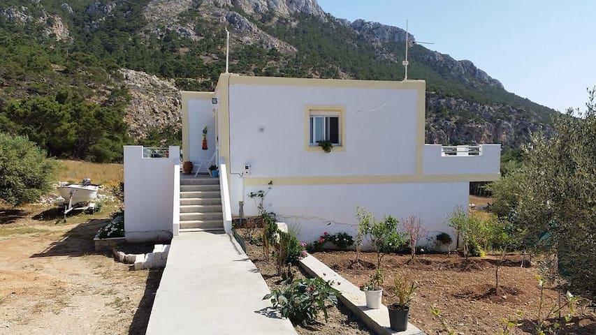 Pavlo's and Maria's HOUSE - Λευκός - Hus
