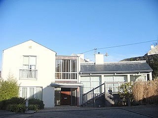 Beautiful 2 bed house with sea view - Dalkey - Huis