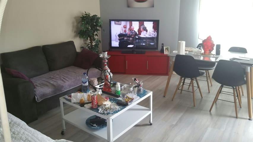 Chambre privée à villeurbanne avec tv petit frigo