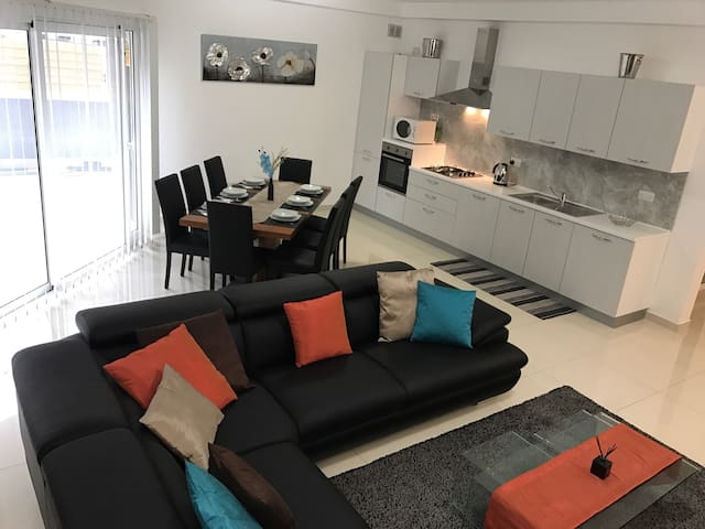 Large apartment in excellent location! - Swieqi - Apartment