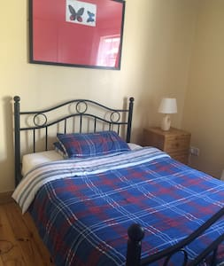 Lovely Double Room in country village . - Newtownmountkennedy