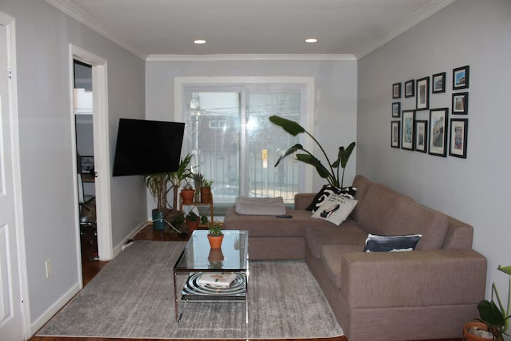 Luxury 2/3 bed condo with Parking, 30 min from NYC