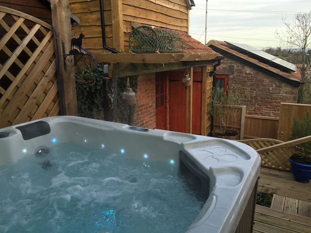Orchard Hillside Cottage & Jacuzzi - Gloucestershire - Casa