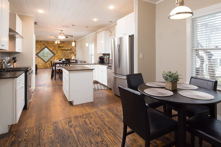 Lovely Residence - Central / Downtown!