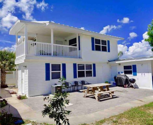 Tradewind Cottages Villa 1 ~Gorgeous Beach Retreat