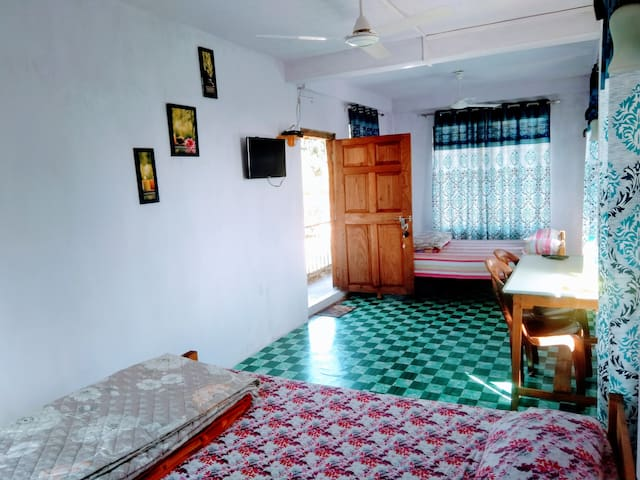 MAWLYNNONG UMPOHLIEW HOMESTAY (2 ROOMS 4 beds )