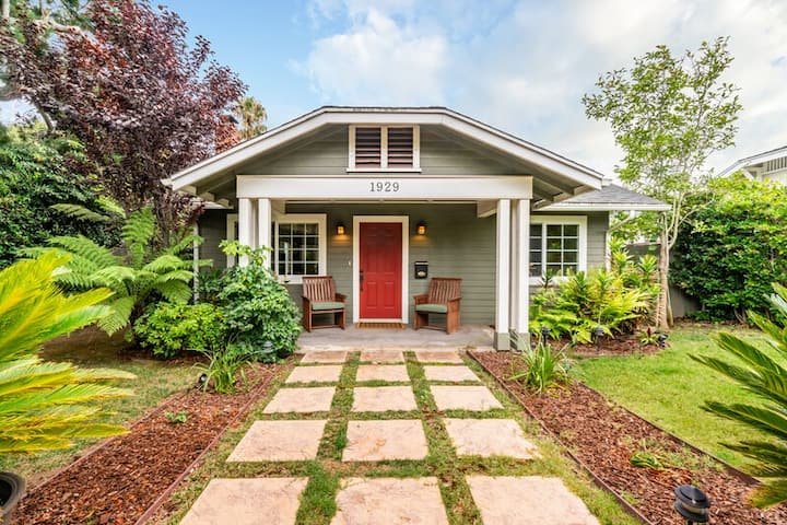 Charming home w/ private, enclosed yard, easily accessible to all of SB!