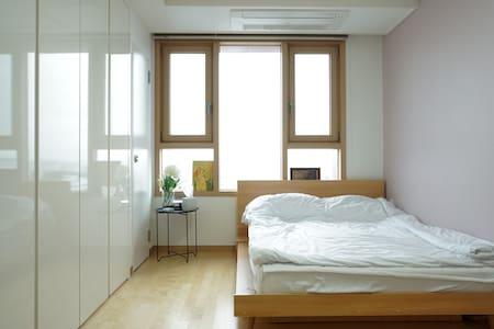 New, Simple, Clean studio in front of metro - Suji-gu, Yongin-si - Apartment