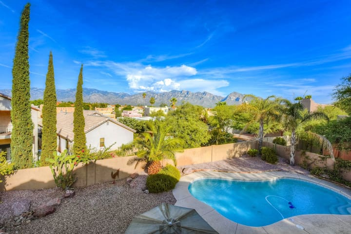 Large, dog-friendly home w/ private pool & enclosed yard w/ mountain views