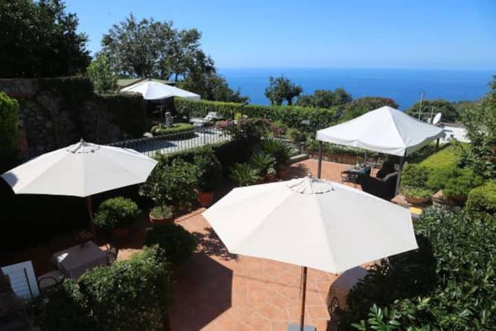 Il Tramonto B&B Capri-homestay w/ seaview terrace