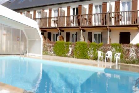 Chambre ou duplex avec vue & terrasse - Izeste - Апартаменты