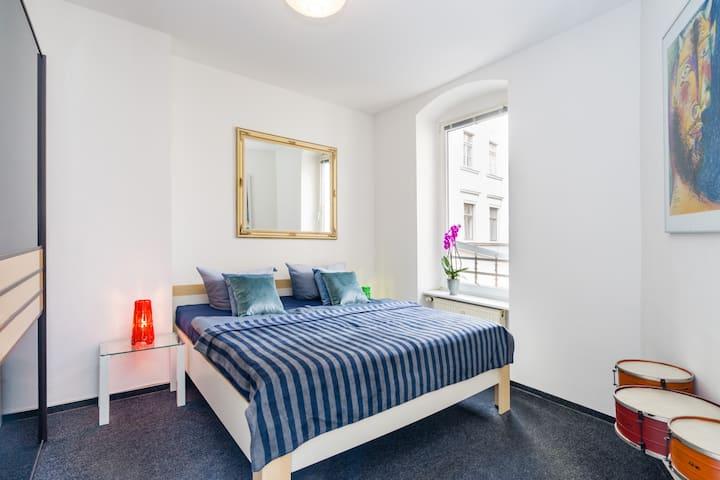 Pablo Picasso Apartment for 3