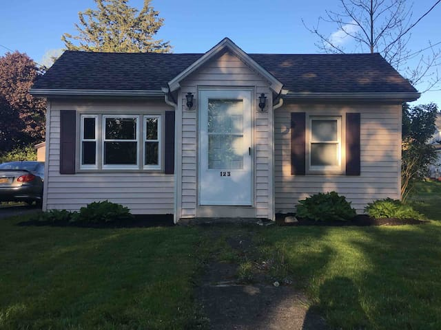 Cottage by the lake, close to Jamestown NY