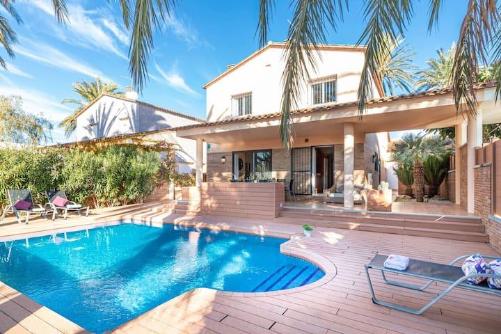 Simplistic Villa in Empuriabrava with Private Pool