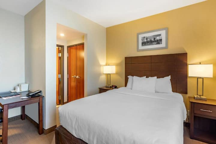 Quiet Suite Double Bed At Good Location